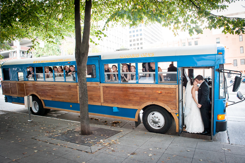 Big-woody-limousine-pike-place-market-seattle-wedding-photos-carol-harrold-photography-1-2.jpg
