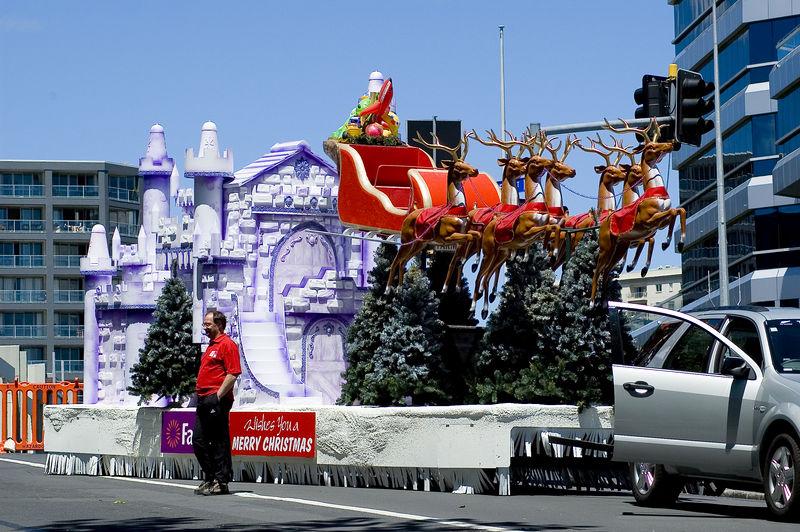 Santa sleigh Santa Parade Auckland  New Zealand - 27 Nov 2005