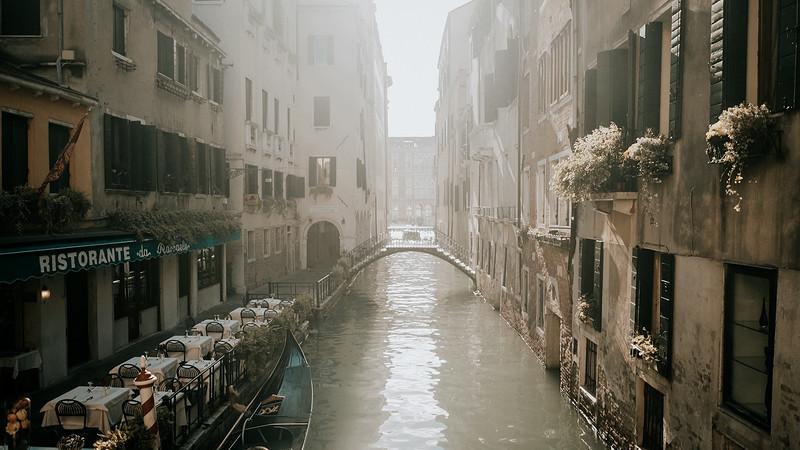 Tu-Nguyen-Destination-Wedding-Photographer-Elopement-Venice-Italy-Europe-w0a2.jpg