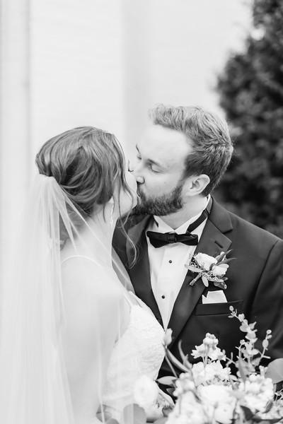 428_Ryan+Hannah_WeddingBW.jpg