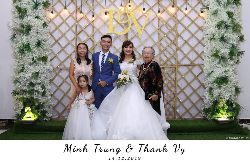 Trung-Vy-wedding-instant-print-photo-booth-Chup-anh-in-hinh-lay-lien-Tiec-cuoi-WefieBox-Photobooth-Vietnam-037.jpg