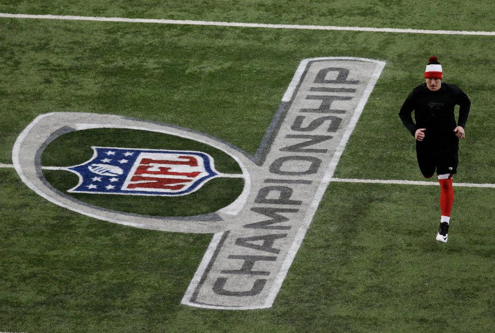 . Atlanta Falcons\' Kroy Biermann warms up before the NFL football NFC Championship game against the San Francisco 49ers Sunday, Jan. 20, 2013, in Atlanta. (AP Photo/Dave Martin)