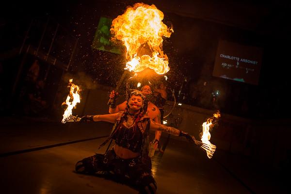 Charlotte Arsonist & Ariane Pyromane @ Les Maîtres du Feu 2015