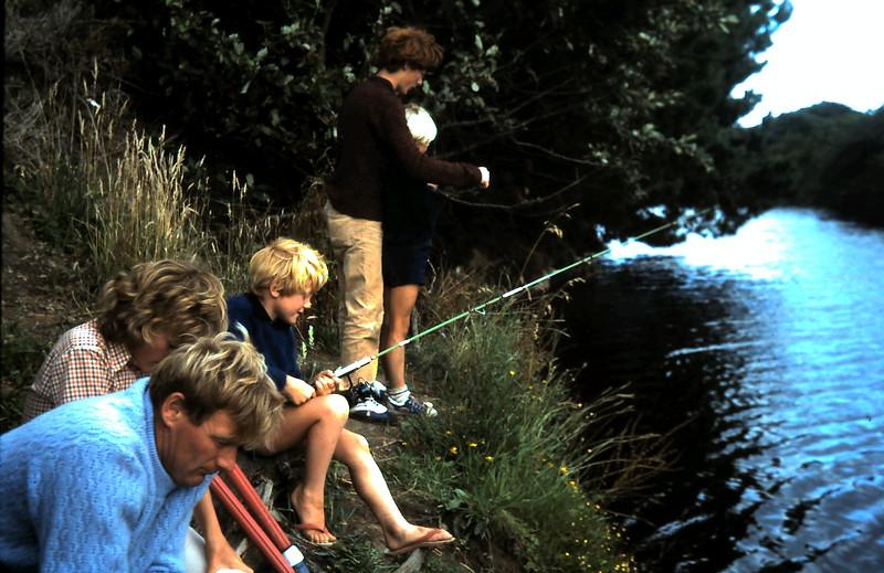 1977-1 (4) David 13yrs 1mth, Andrew 7yrs 5mths, Allen 5yrs 8mths, Susan 11yrs 6 mths @ Apollo Bay.JPG