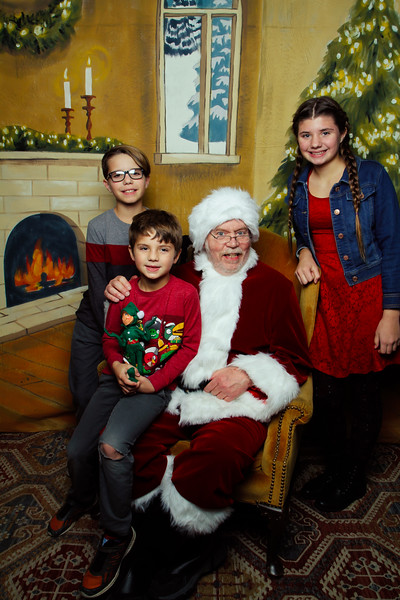 Pictures with Santa Earthbound 12.2.2017-132.jpg