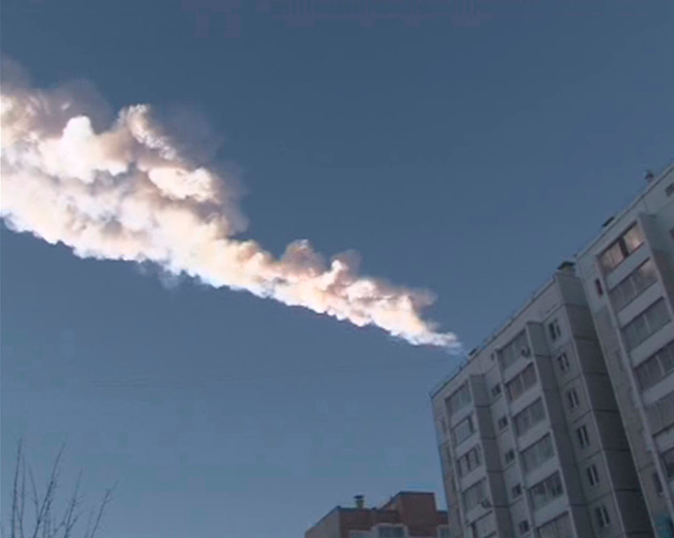 . The trail of a falling object is seen above a residential apartment block in the Urals city of Chelyabinsk, in this still image taken from video shot on February 15, 2013. A powerful blast rocked the Russian region of the Urals early on Friday with bright objects, identified as possible meteorites, falling from the sky, emergency officials said. REUTERS/OOO Spetszakaz