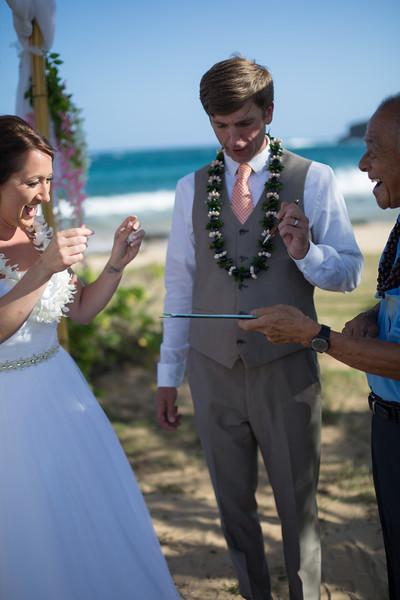 gillin beach kauai wedding-123.jpg