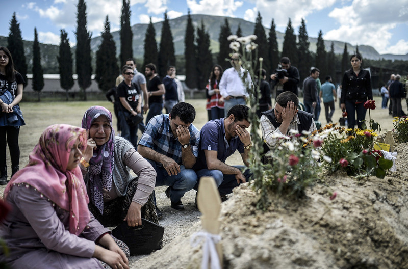 . People mourn in a cemetery on May 16, 2014 in the western town of Soma after an explosion and a fire in a coal mine killed at least 284 workers two days before. With the government warning that the toll from the blast would likely top 300, Turkey\'s prime minister faced fresh criticism after video emerged of him apparently shouting an anti-Israel slur at angry protesters during a visit the day after to the disaster site. (BULENT KILIC/AFP/Getty Images)