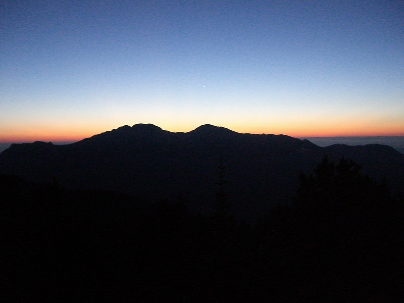 I departed the Longs Pk Ranger Station (9405') at 0500, using my headlamp for the first hour - until I broke above treeline. Twin Sisters greeting the dawn.
