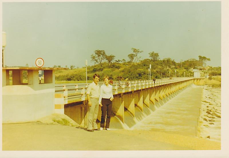 "Barragem Dundo - Nany ""Tavares"" e Toze' Lourenco"