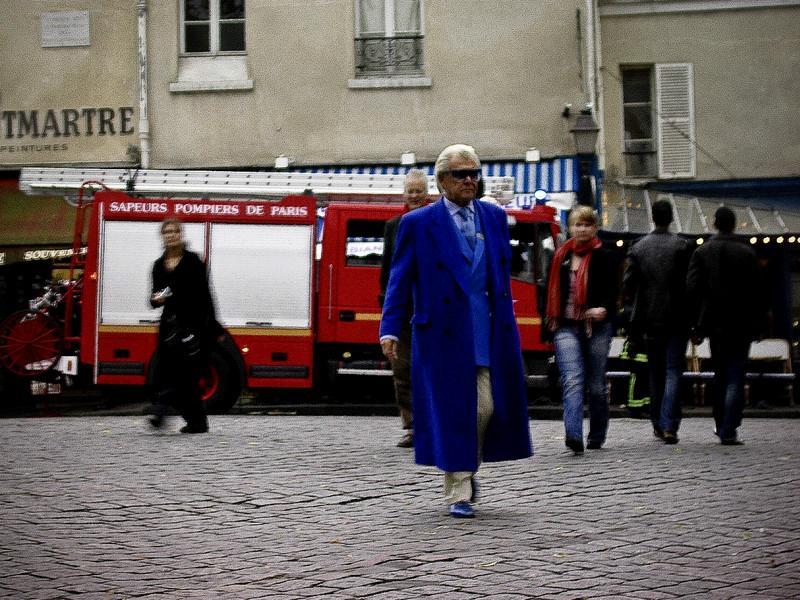 Onkel Blå sprader rundt på Montmartre (Foto: Ståle)