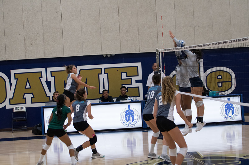 HPU Volleyball-91757.jpg