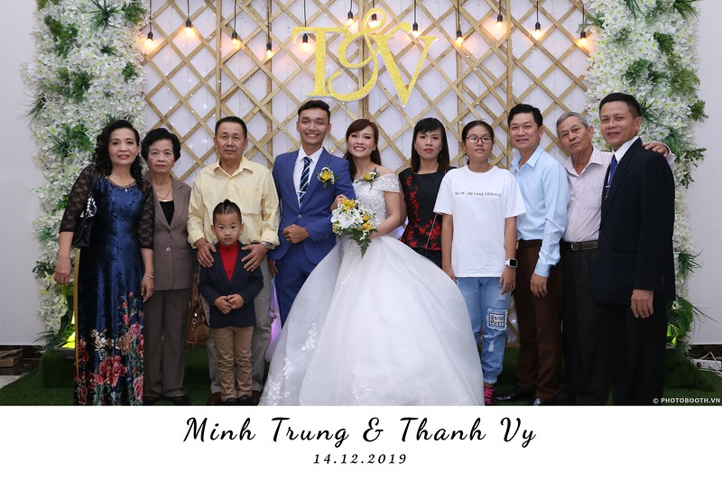 Trung-Vy-wedding-instant-print-photo-booth-Chup-anh-in-hinh-lay-lien-Tiec-cuoi-WefieBox-Photobooth-Vietnam-032.jpg