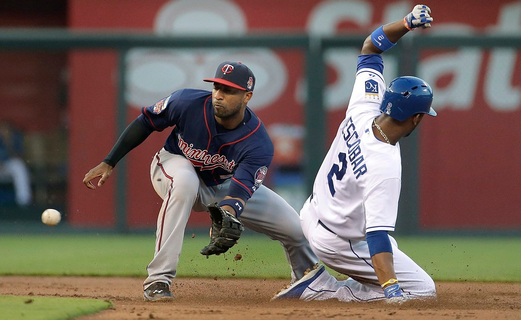 . Royals base runner Alcides Escobar beats the throw to Twins shortstop Eduardo Nunez for a stolen base during the first inning. (AP Photo/Charlie Riedel)