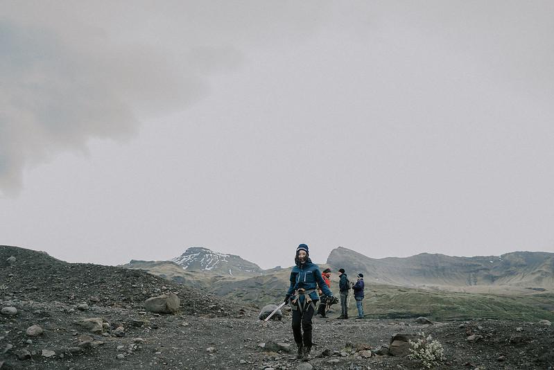 Tu-Nguyen-Destination-Wedding-Photographer-Iceland-Elopement-Fjaðrárgljúfur-16-167a-26.jpg