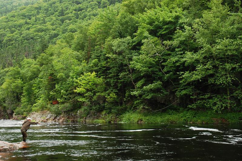 """Guide de pêche au saumon sur la rivière Cheticamp - Sentier """"Trous de Saumons"""", Parc national des Hautes-Terres-du-Cap-Breton, Nouvelle-Écosse"""