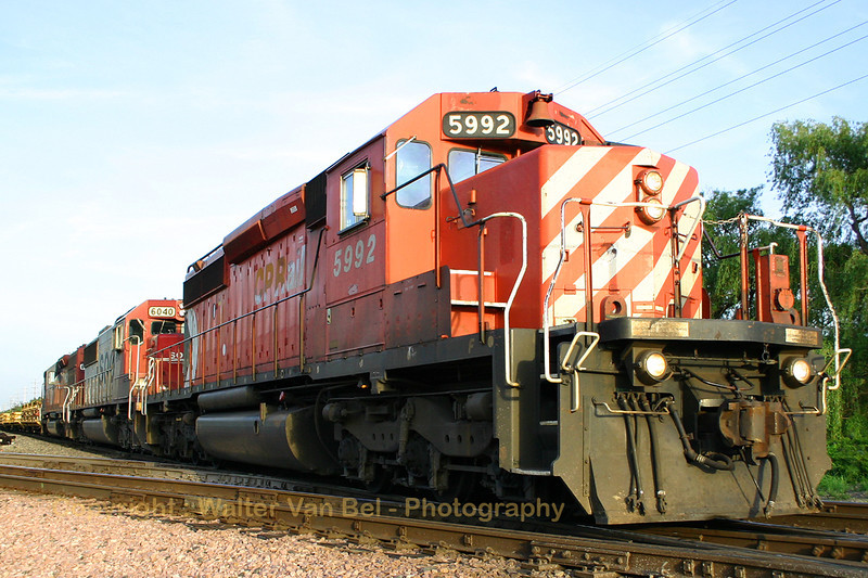 USA_Trains_5992_6040_Michigan_20040520_104_0456_WVB.jpg