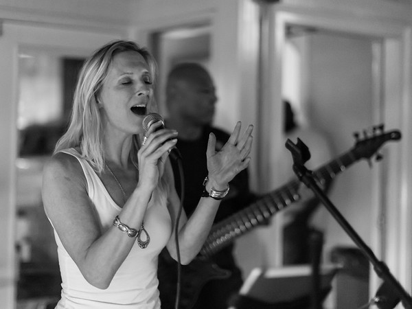 08 March 2018 Lauren Echo & The Living Room Band
