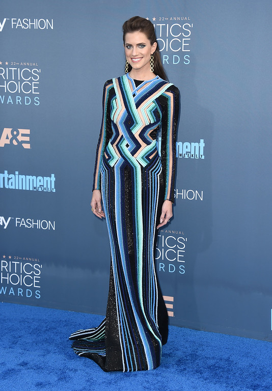 . Allison Williams arrives at the 22nd annual Critics\' Choice Awards at the Barker Hangar on Sunday, Dec. 11, 2016, in Santa Monica, Calif. (Photo by Jordan Strauss/Invision/AP)