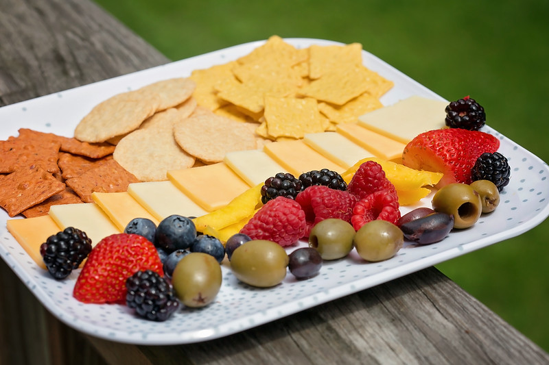 Having a kid friendly, gluten free snack platter is crucial for after-school and camp snacks, play dates, parties and entertaining! #GlutenFreeGOODTHiNS #ad