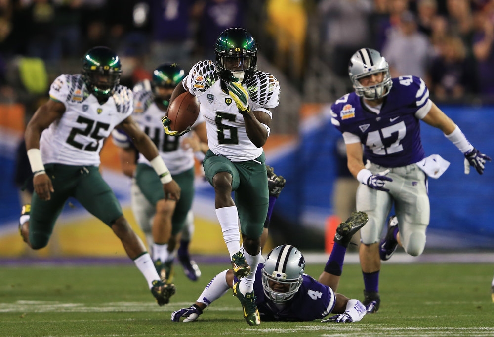 Description of . De'Anthony Thomas #6 of the Oregon Ducks returns the opening kickoff for a touchdown against the Kansas State Wildcats during the Tostitos Fiesta Bowl at University of Phoenix Stadium on January 3, 2013 in Glendale, Arizona.  (Photo by Doug Pensinger/Getty Images)