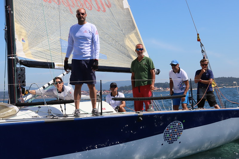 b'Gold , Sailing , ww.o , Sold , Sail , MAGIC , FARR , 30 , CUP , ROCSTER , AY , IV , MUSTO , '