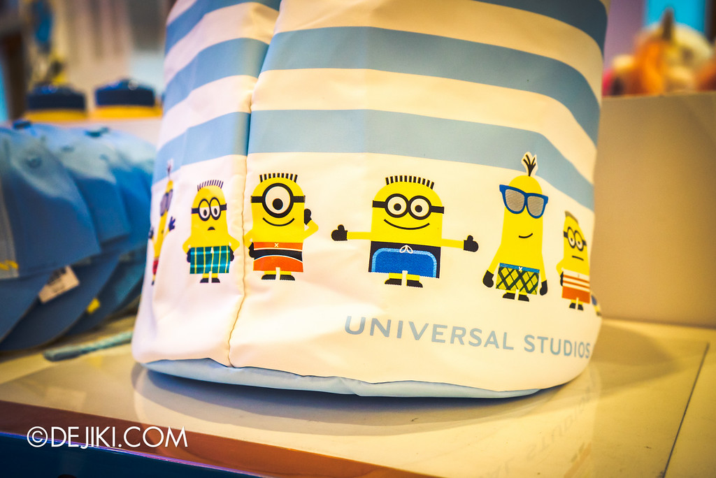 Universal Studios Singapore - Park Update May 2016 / Minion drawstring bag