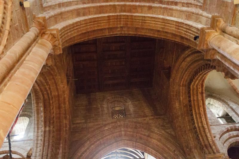 St. Magnus Cathedral, Kirkwall, Orkney - 09.jpg