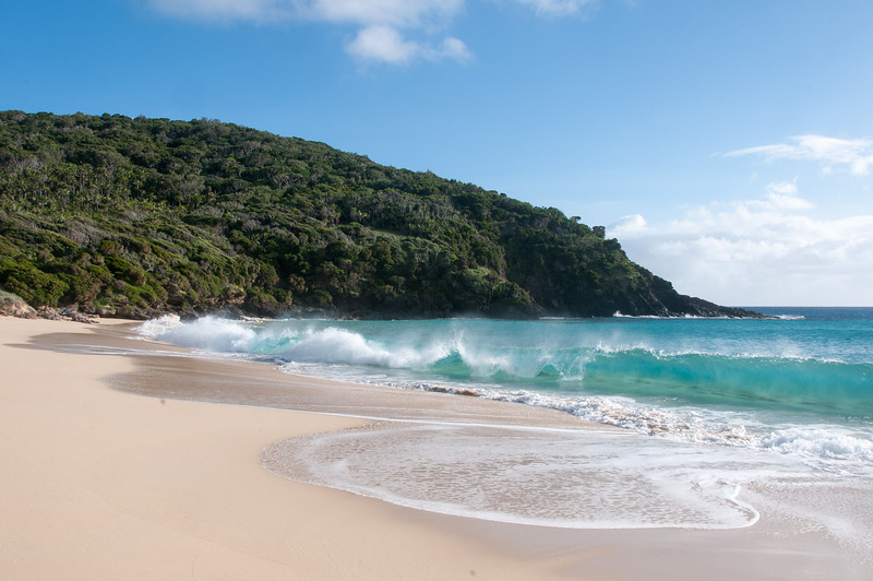 Strong ocean current hitting the beach in Lord Howe Island
