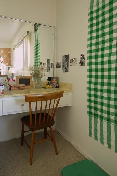 IMG_3064_Benyapa's_room_Military_Ave_vanity_corner_4291x6438.jpg