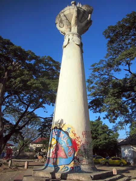 P5258811-monument.JPG