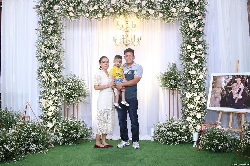 Vy-Cuong-wedding-instant-print-photo-booth-in-Bien-Hoa-Chup-hinh-lay-lien-Tiec-cuoi-tai-Bien-Hoa-WefieBox-Photobooth-Vietnam-009.jpg