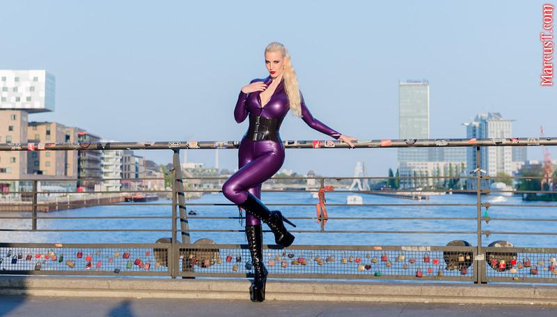 Model: Honeyhair Latex: Rubber Eva Shop Boots: ExtraBoty.cz Polish: VIVISHINE