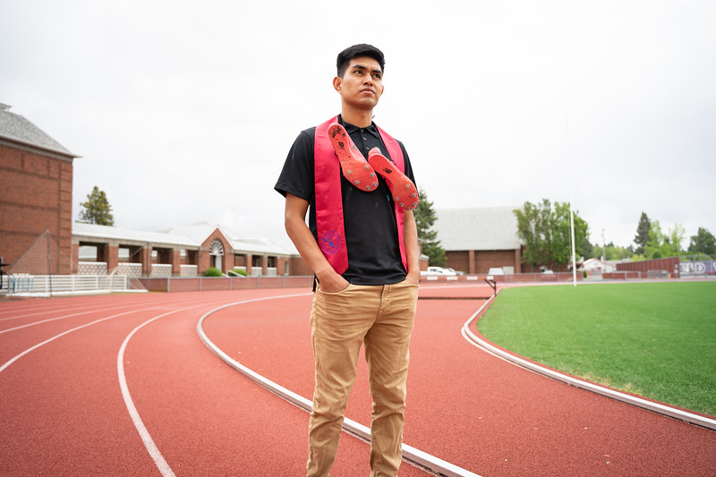 1905_15_efrain_senior_pictures-03628.jpg