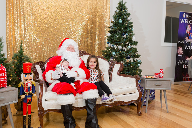 FADS Picture with Santa-293.jpg