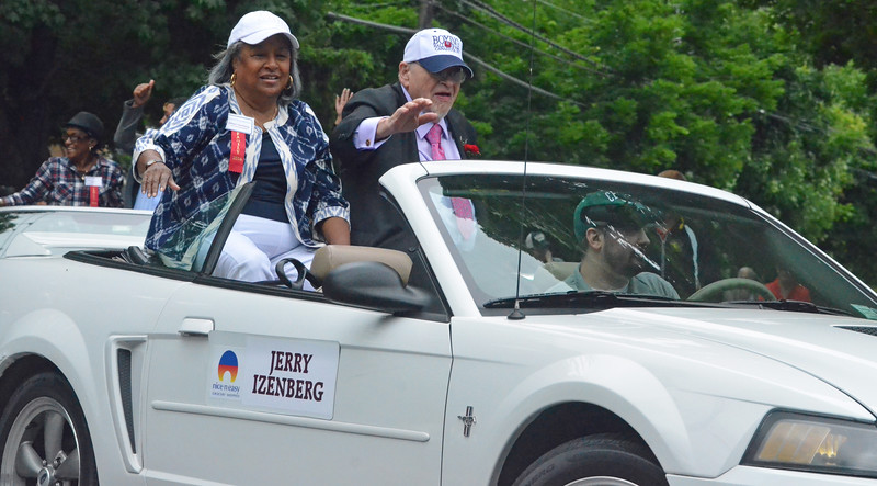 KYLE MENNIG - ONEIDA DAILY DISPATCH Class of 2016 inductee Jerry Izenberg gestures to the crowd during the International Boxing Hall of Fame Induction Weekend Parade of Champions in Canastota on Sunday, June 12, 2016.