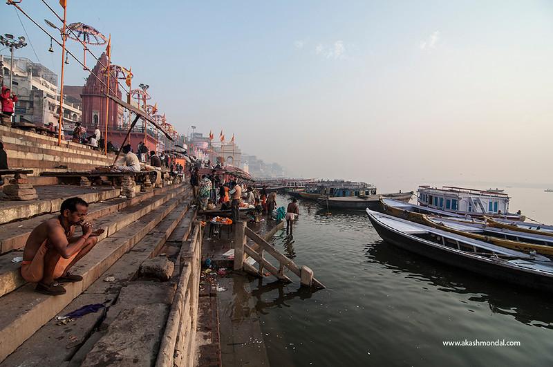 Varanasi-GhatMorningActivity-02.jpg