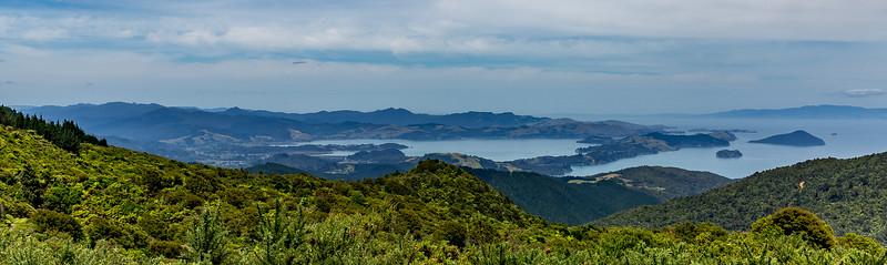 Blick auf die Inseln vor der Stadt Coromandel auf dem Tokatea Hill Walk