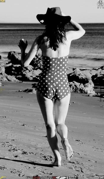 matador swimsuit malibu model 1187..00..bw..jpg