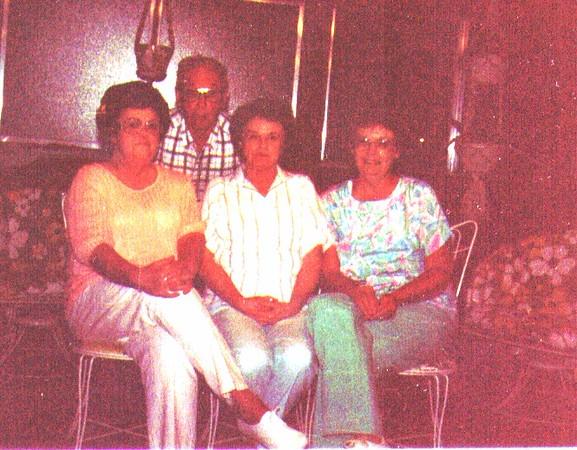 Wayne, JoeAnne, Bette, Maudie.jpg