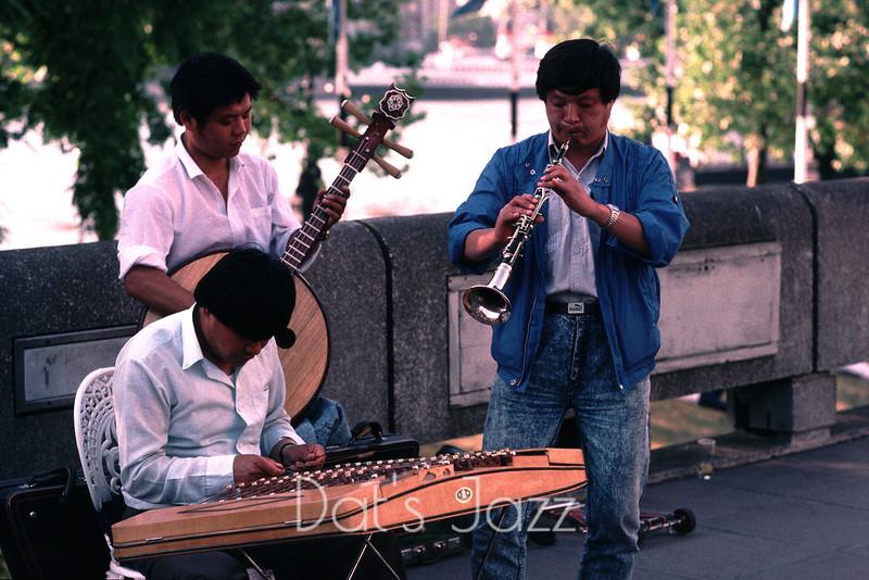 ORIENTAL MUSICIANS BUSKING