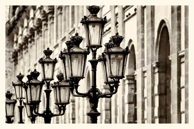 Louvre_20141216_0002-B&Wtif.jpg