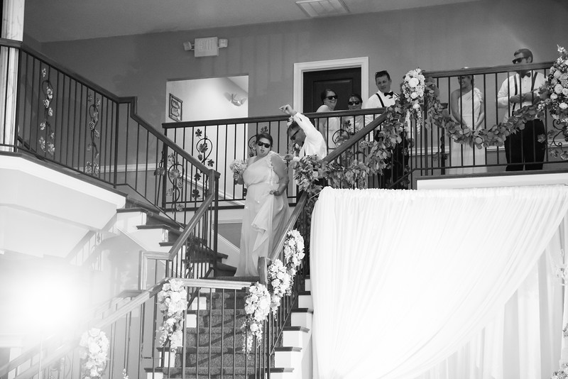 0852_Josh+Lindsey_WeddingBW.jpg