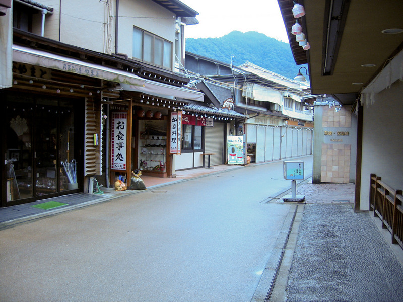 Miyajima Pass - digital photo (Canon S500) - Summer 2006