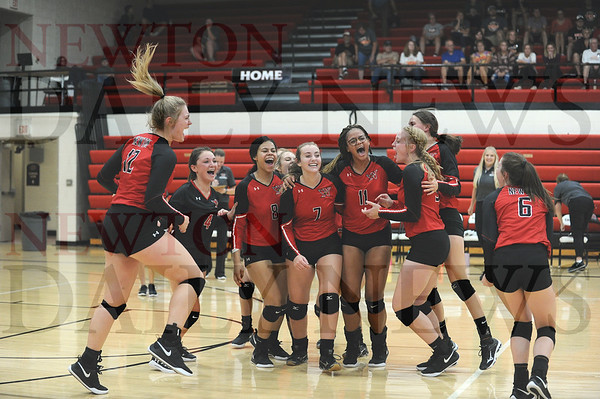 Newton volleyball vs. Grinnell 9-10-2019