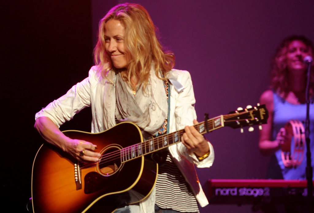 . Seven-time Grammy winner Sheryl Crow performs during the dress rehearsal for the annual Macy\'s Glamorama.   (Pioneer Press: Jean Pieri)