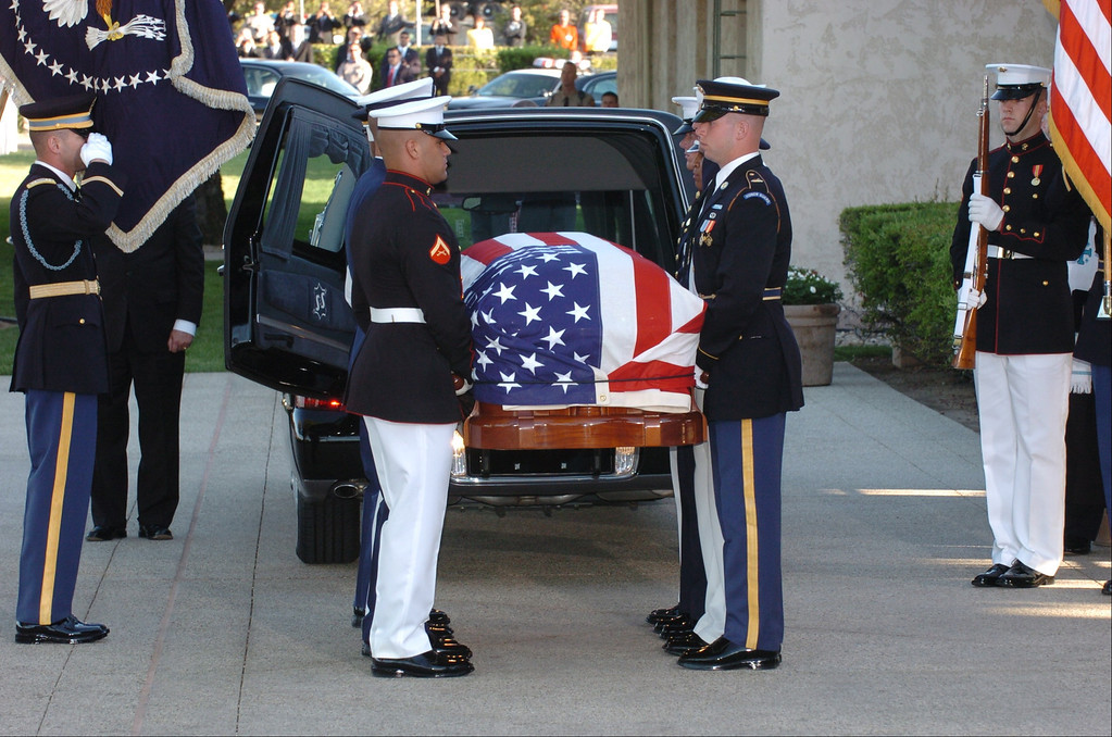 . 6/11/04--Simi Valley-- The body of Ronald Reagan, the 40th President of the United States arrives at the the Library baring his name to be laid to rest in Simi Valley, Ca, Friday, June 11, 2004.   (Los Angeles Daily News file photo)
