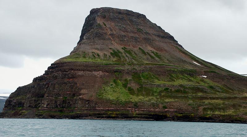 Hvarfahnúpur í Aðalvík.