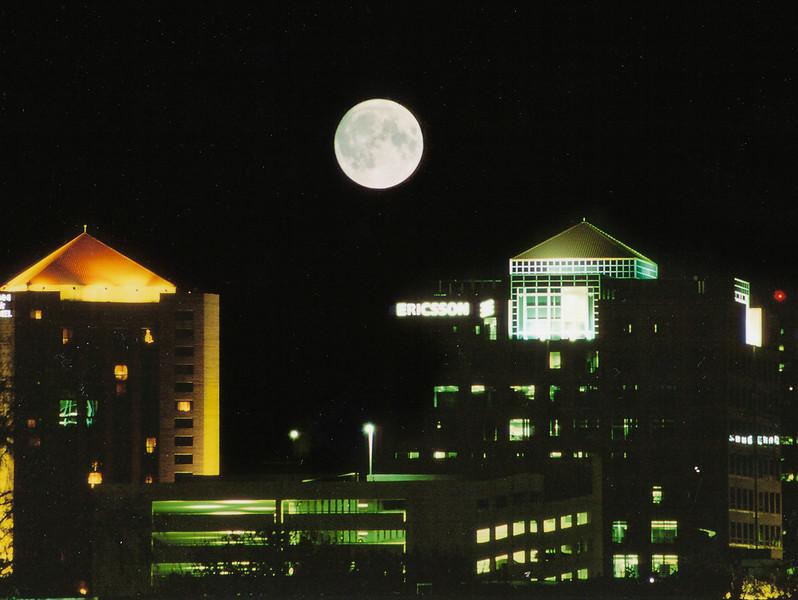 Moonrise over Ericsson-0148.jpg