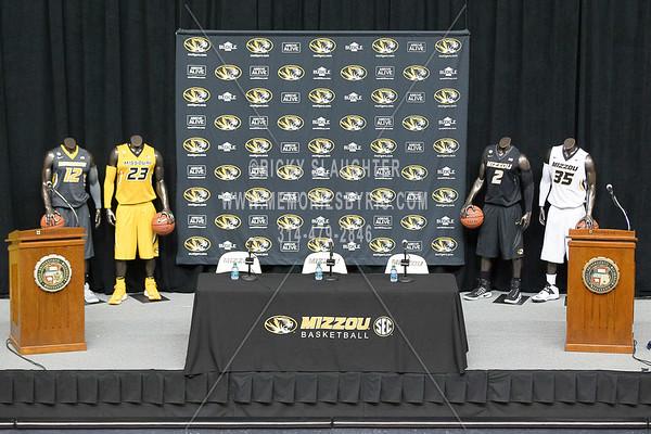Cuonzo Martin Signs with University  Missouri Basketball